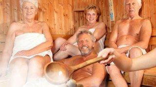 Senioren in der Sauna